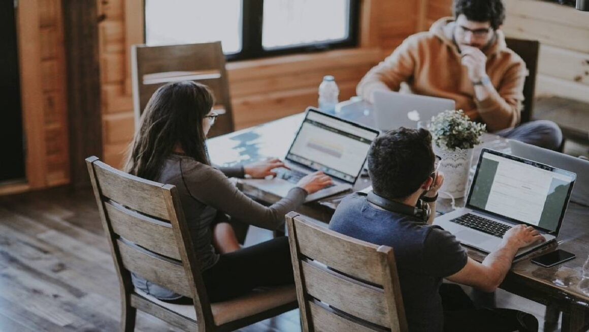 Overview of The Latest Remote Work Technology Trends